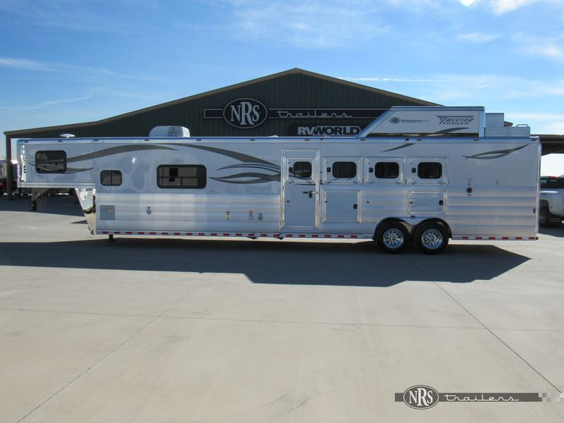 2018 Twister Trailer 4 horse side load 15'4 living quarters trailer