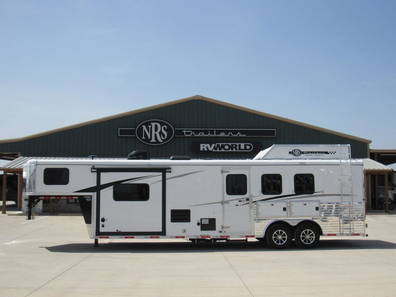 2019 Bison 3 horse 11' living quarters trailer with slide out