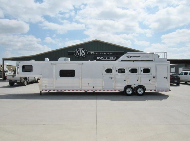 2017 Twister Trailer 4 horse 16' outlaw conversions living quarters tra
